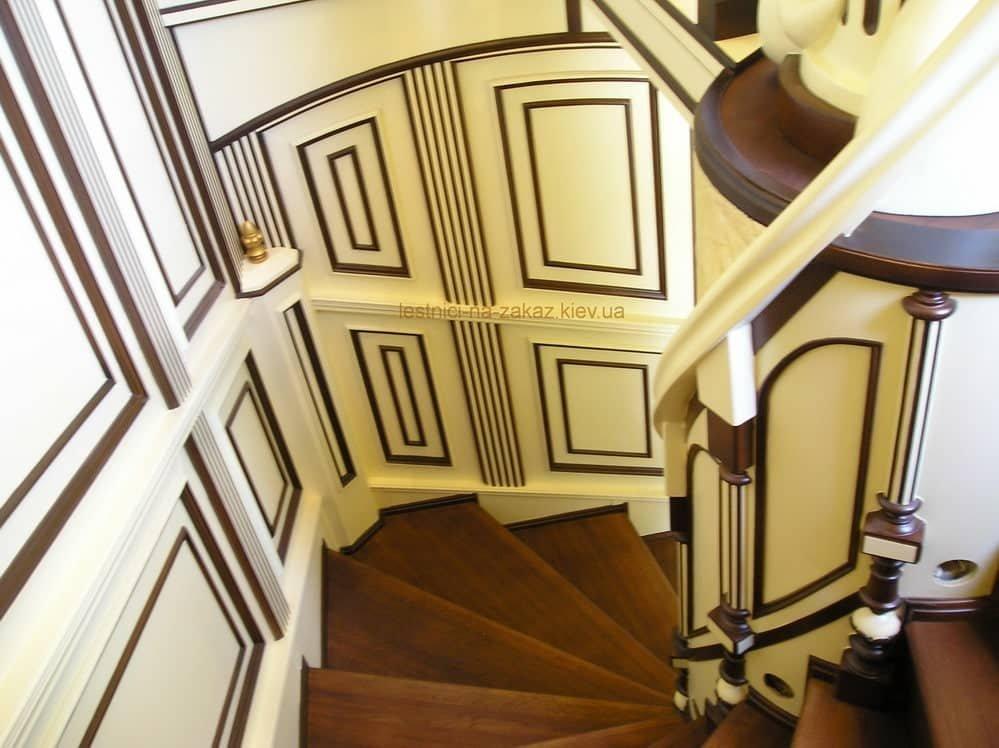 чем лучше красить лестницу