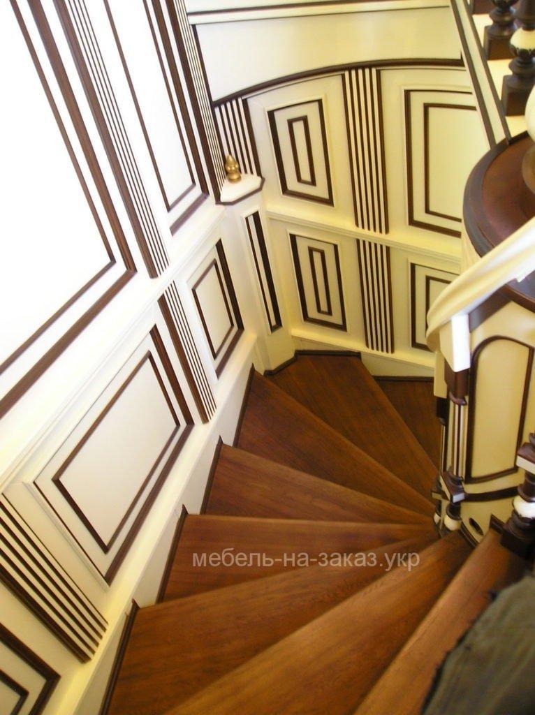 заказать лестницу из дерева с панелями из дерева