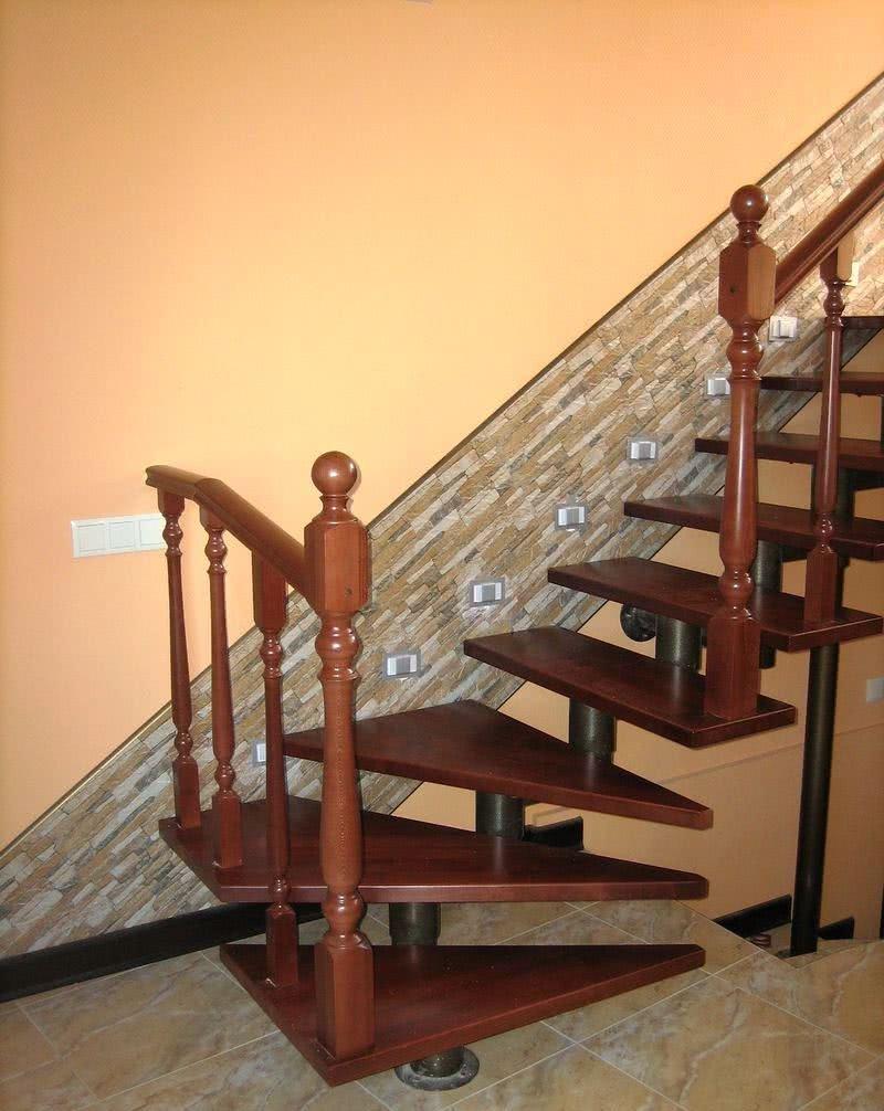 модульная лестница с металическим каркасом