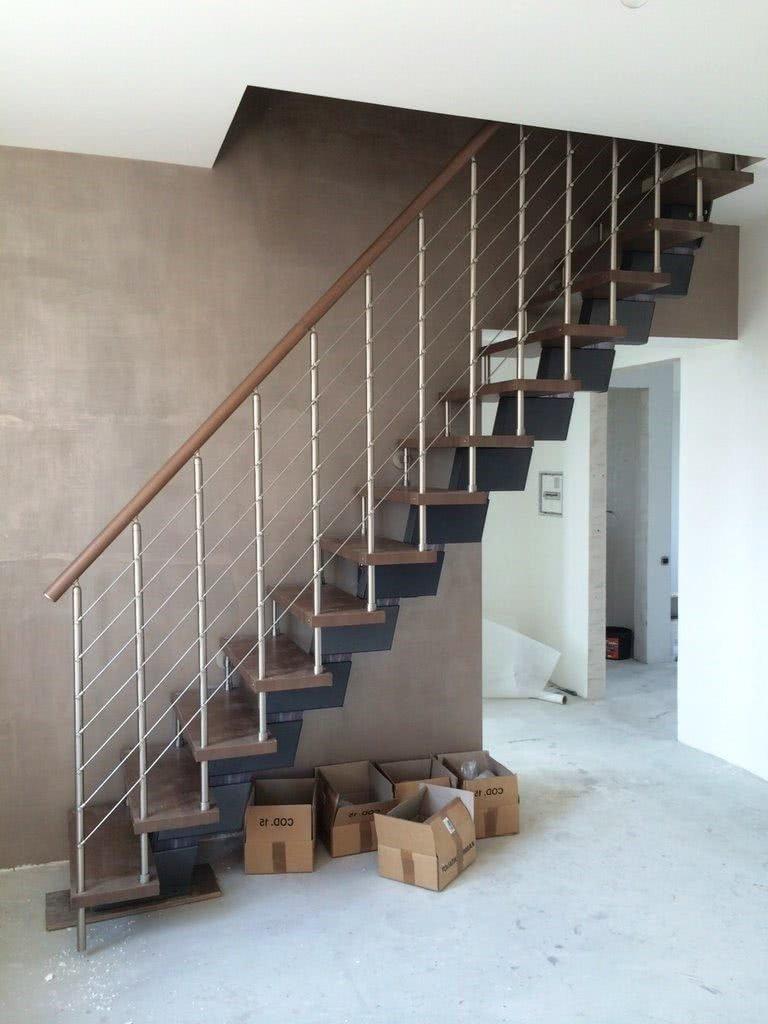 недорогая лестница из нержавеющего металла