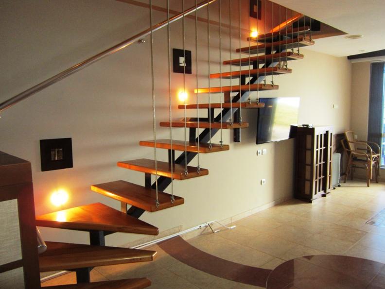 п-образная подвесная лестница под заказ в Киеве