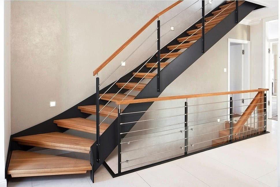 Комбинированные лестницы из металла и дерева