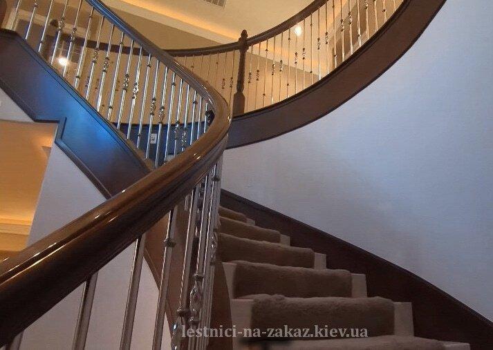 Радиусные лестницы на заказ из массива дерева