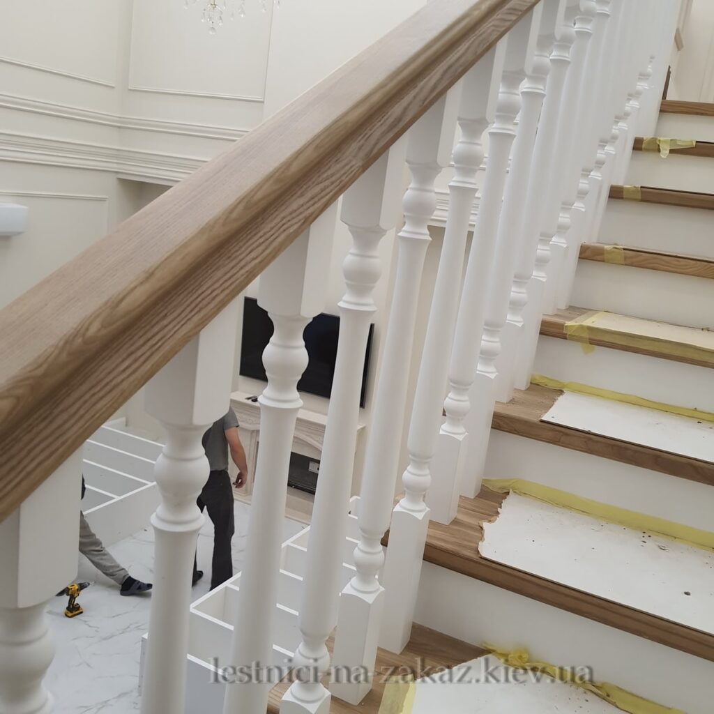 установка перил для лестницы из дерева