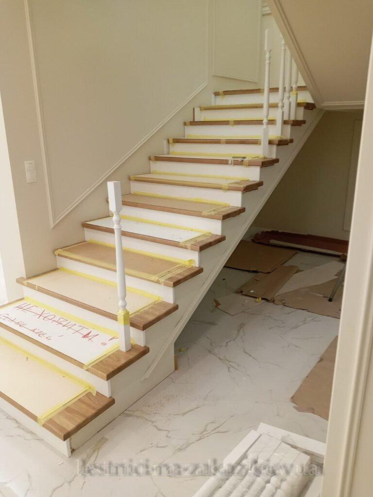 из чего делают комбинированную лестницу в дом