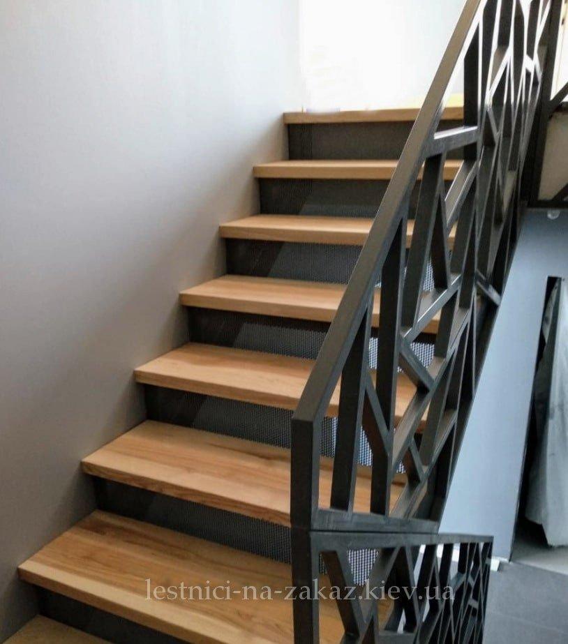 Каркасные лестницы с деревянными ступеньками