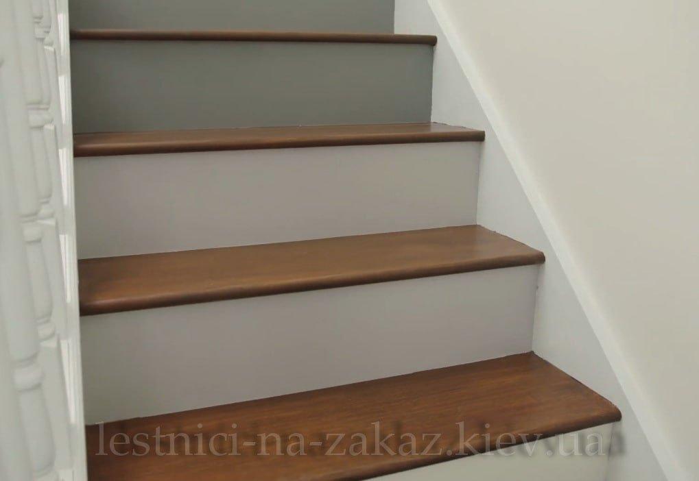 покрытие лестницы морилкой