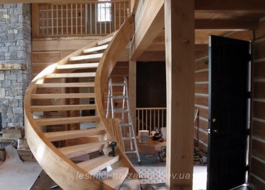винтовая лестница из дуба под заказ