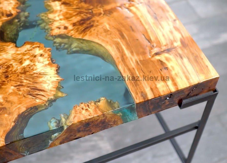 маленький журнальный стол река из эпоксидной смолы