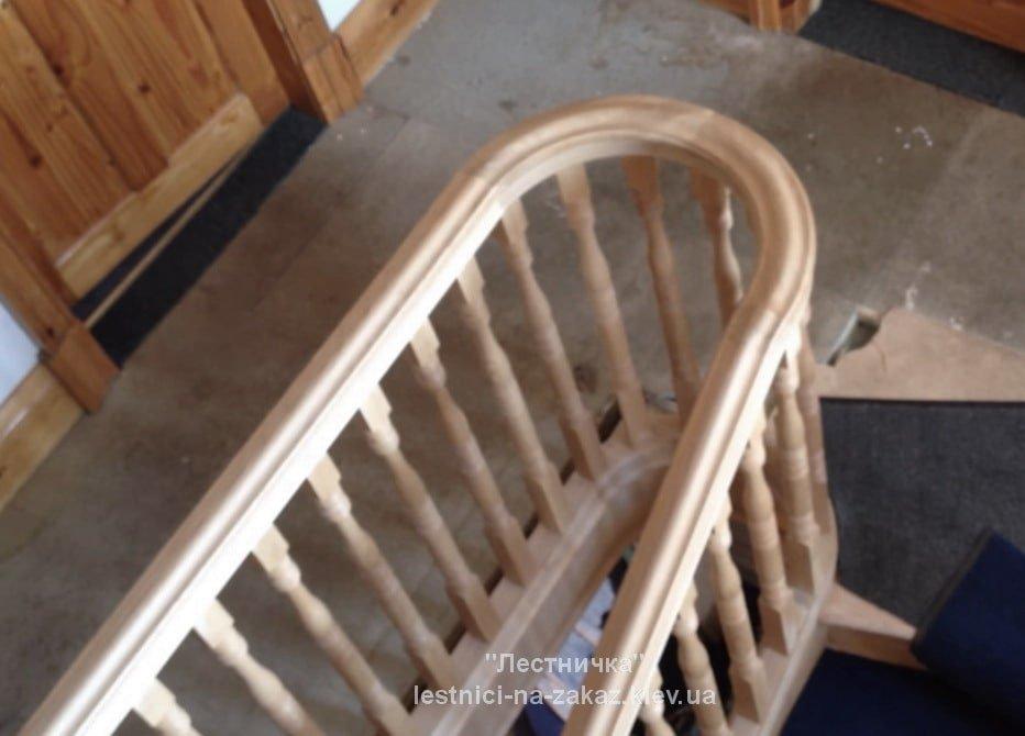 гнутые перила из дерева для лестницы