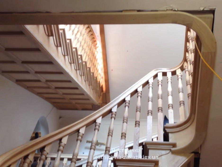 лестницы деревянные с забежными ступенями