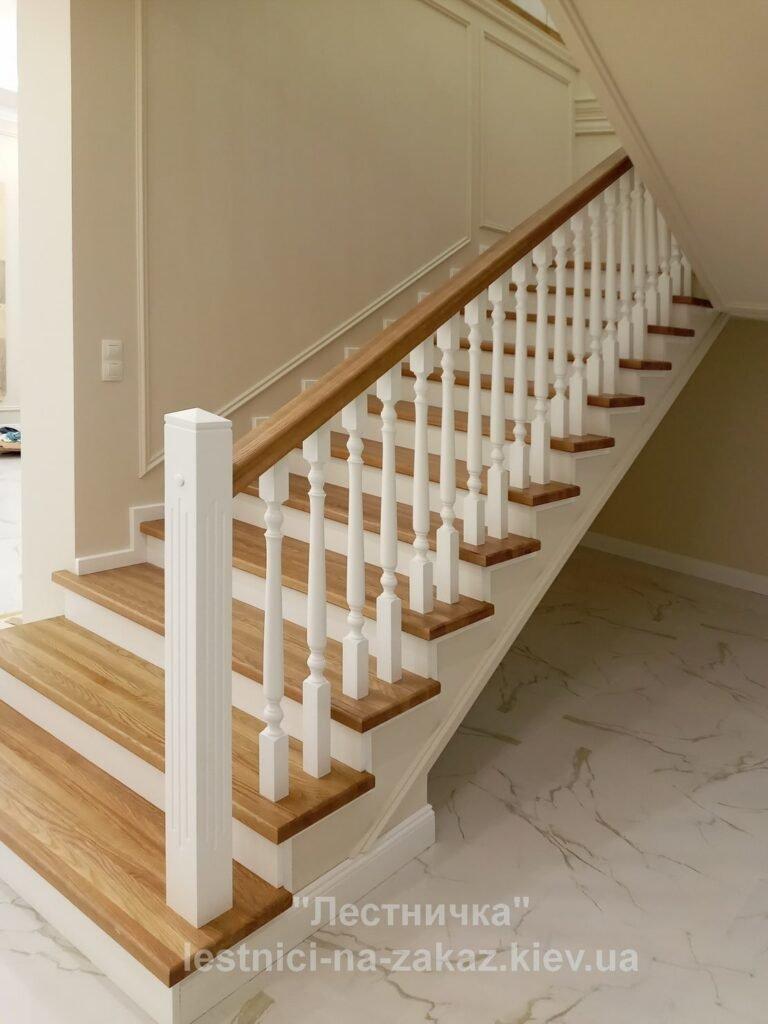 бетонная лестница с деревянными ступенями на заказ ЛЕсики
