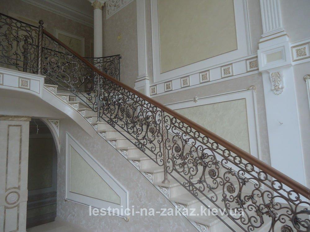 Стоимость изготовления лестниц из дуба в Киеве
