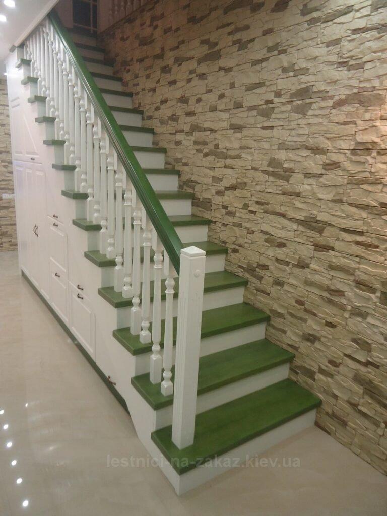 изготовление лестницы из дерева со встроенным шкафом