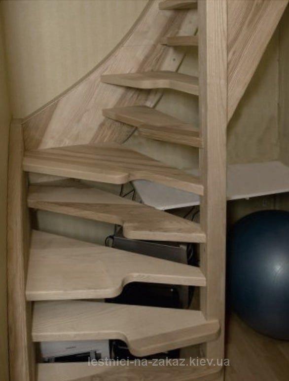 "как выглядит лестница ""утиный шаг"" угловая"