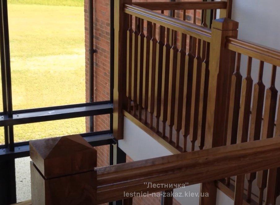 Винтовая лестница из дуба Буча
