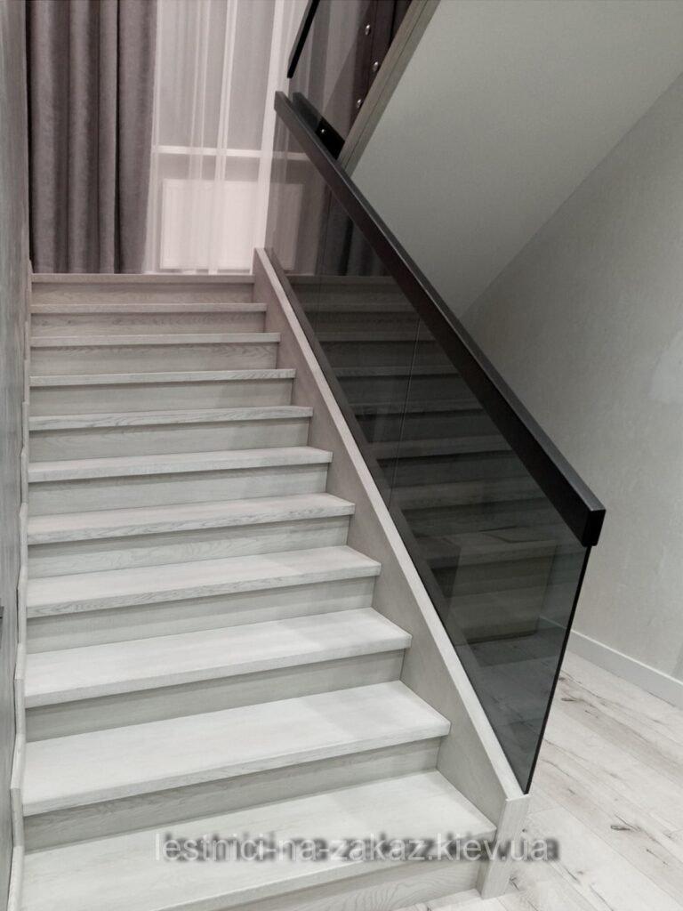 лестница с ограждением из стекла фото