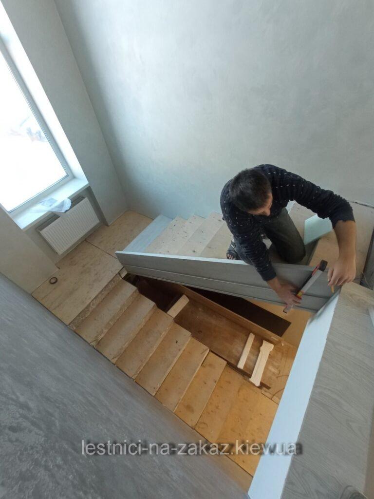 изготовление бетонной лестницы с металлическими перилами на заказ