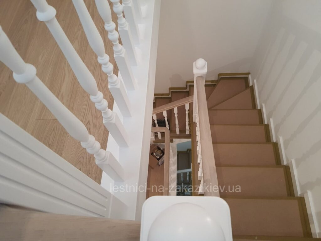 лестница в трехуровневую квартиру на заказ фото