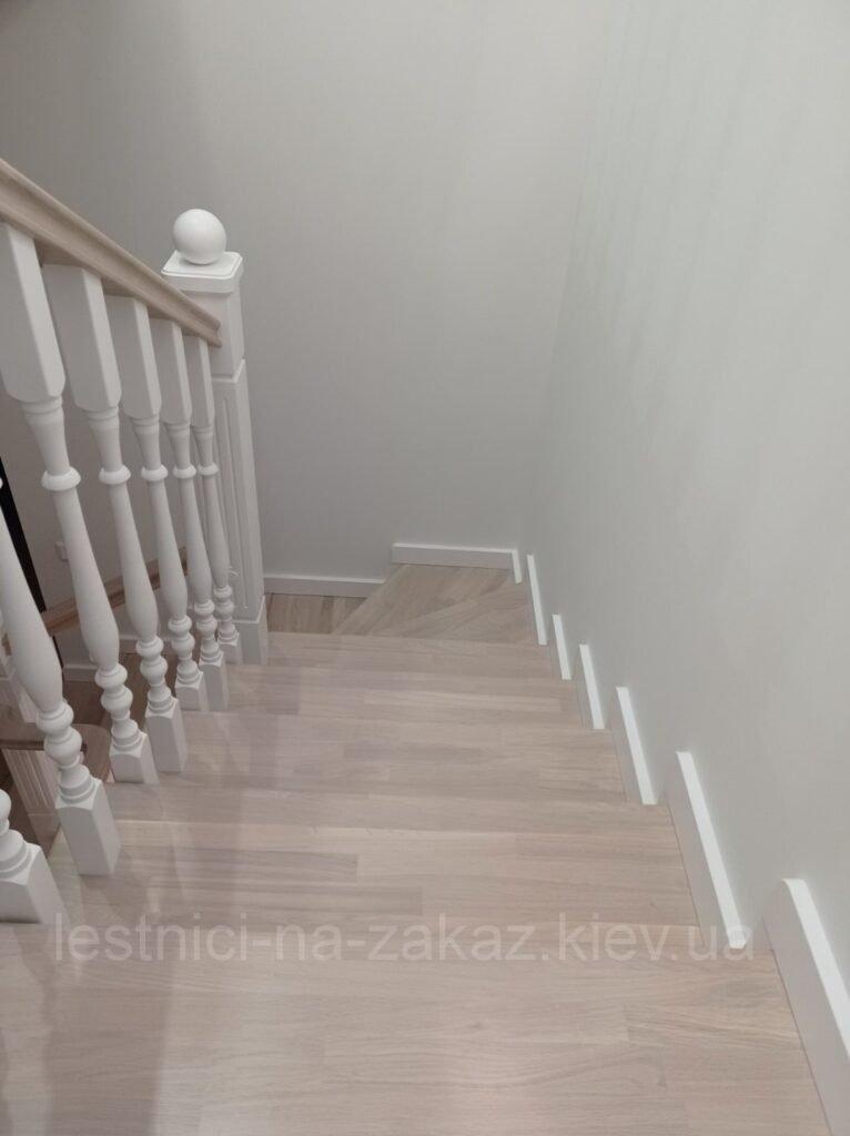 деревянная лестница на третий этаж Троещина