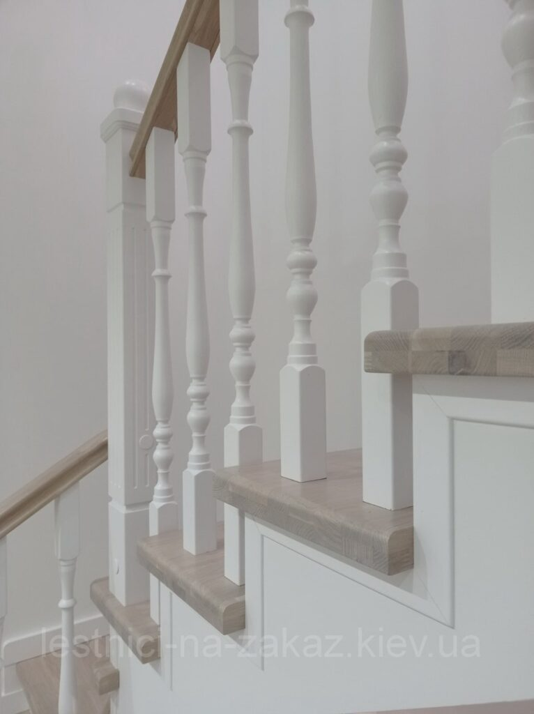 лестница в трехуровневую квартиру на заказ